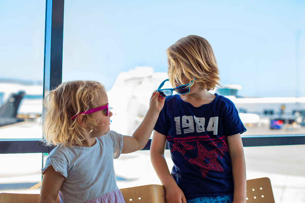 Børn med solbriller